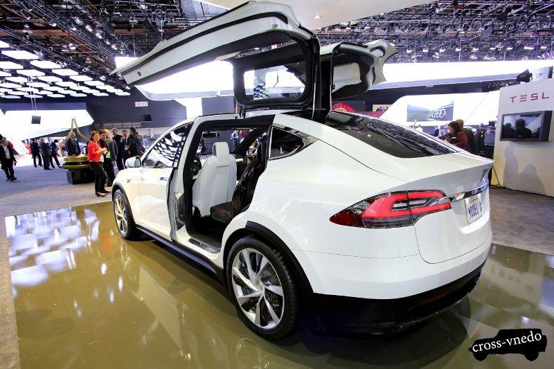 Автомобиль Tesla Model X концепт