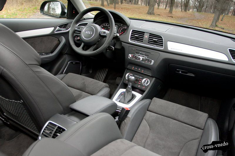 Audi Q3 салон автомобиля