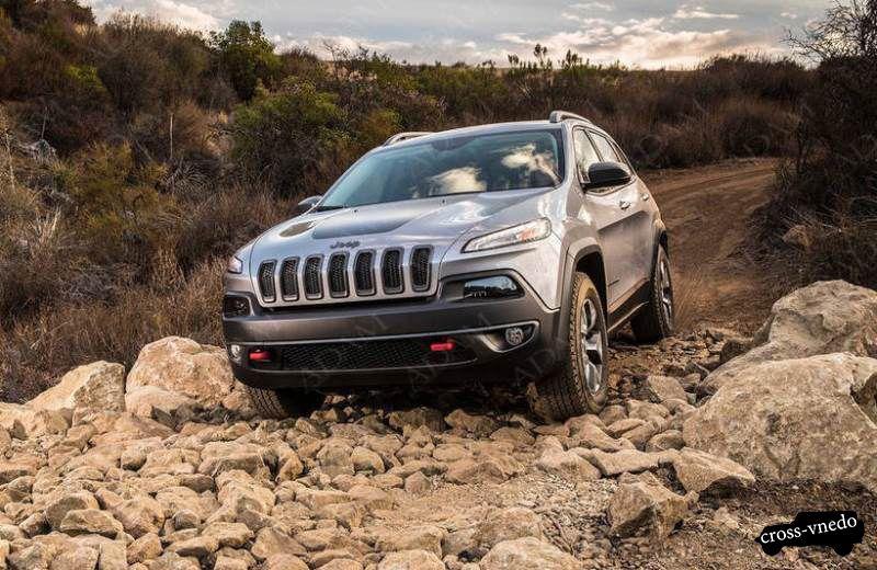 Jeep Cherokee 2014 на дороге