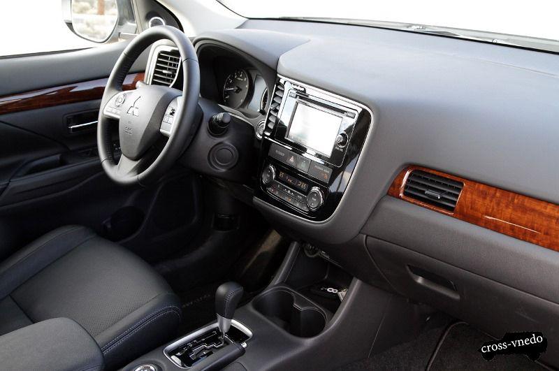 Mitsubishi Outlander 2014 интерьер