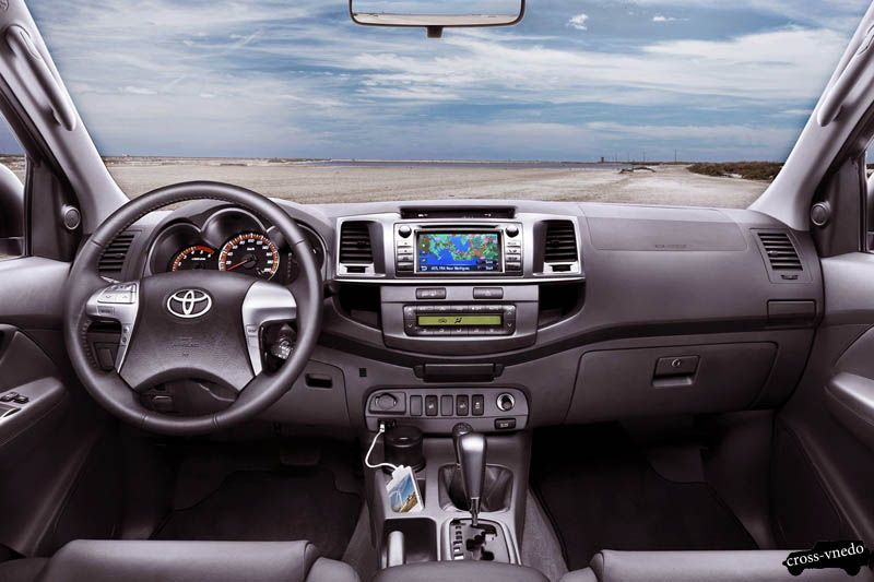 Toyota Hilux салон