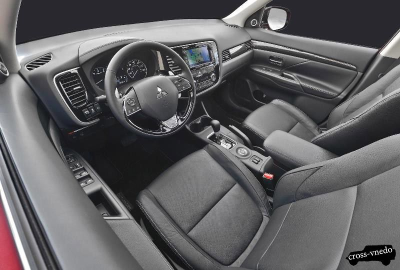 Кроссовер Mitsubishi Outlander 2016 интерьер