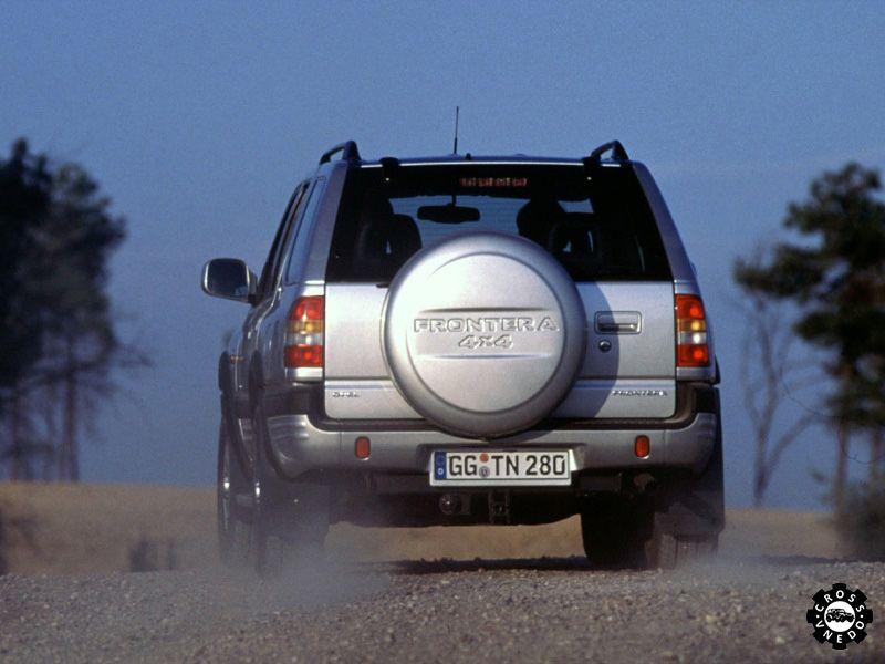 Хорошее фото Opel Frontera вид сзади