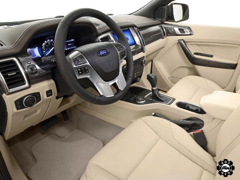 Интерьер автомобиля Ford Everest 2016 года