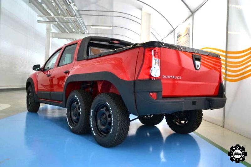 Внедорожник Dacia Dustruck вид сзади