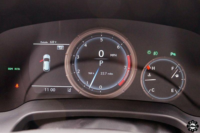 Lexus RX 2016 панель приборов